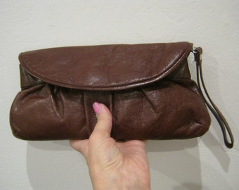 Vintage dark brown leather wristlet, small brown leather clutch pouch, Aldo leather accessories case, leather make up bag, made Canada bag