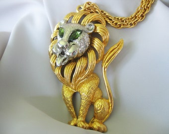 Large Lion Pendant Necklace Emerald Rhinestone Eyes Goldtone Heavy 1970s Mane