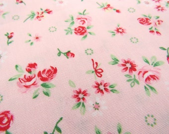 2646A --  Tiny Rose and Daisy Flower on Pink, Little Flower Fabric