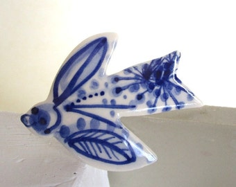 Bird  Brooch - Hand painted blue and white - Delft blue porcelain