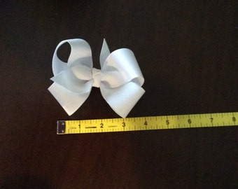 Toddler white geosgrain hairbow