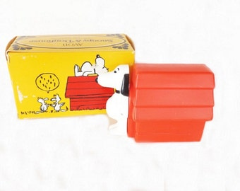 Vintage Snoopy and Doghouse Shampoo in Box, Avon Collectible, Peanuts and Charlie Brown, Snoopy Dog, Bath and Beauty, Vanity Bathroom Decor