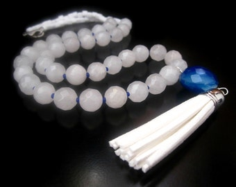 White Tassel Necklace, White Suede Tassel, Faceted Cobalt Blue Agate, Faceted White Jade Beads, Cobalt Blue Seed Beads, Tassel Jewelry