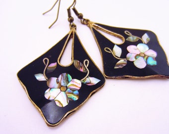 Vintage black  dangle earrings. Mother of pearl flowers. Statement earrings, silver jewelry. Gift for her.