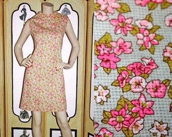 Vintage 1960's Ditsy Floral Shift Dress in Mint Green and Pink Floral. Large.