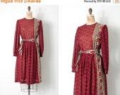 25% OFF SALE vintage 1970s dress / paisley print 70s dress / The Inside Scoop