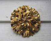 Vintage Gold Tone Scarf Ring - Abstract Round Flower Design - Floral Circular Scarf Clip/Costume Jewelry