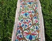 Long Felt Rug Wool Kashmir Hand Embroidered Namda Kilim tapis. 6 ft x 2 ft