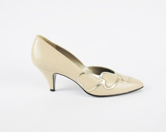 1980s Queen of Hearts Kitten Heels Cream Leather Pumps Pointed Toe Heels Novelty Metallic Gold Party Heels Vintage Wedding Shoes Size 6 E609