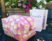 Cosmetic bag in pink, white and yellow-gold circle print with yellow-gold and white cotton lining