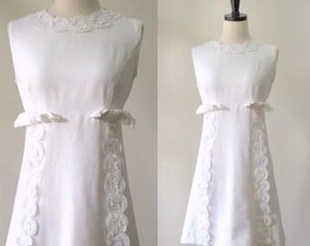 Vintage 1960s Wedding Dress White Mini Dress Sleeveless Wedding Dress Alternative White Lace Dress Above the Knee Size Small Medium