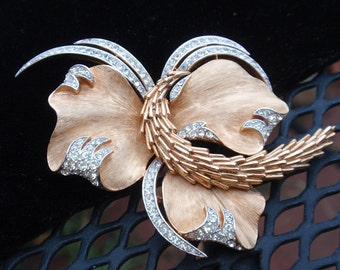 Trifari Coral and Seaweed Runway Brooch
