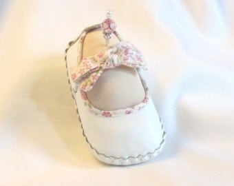 Handmade Pincushion - White Leather Moccasin with Soft Sculpture foot - My Right Foot - Vanilla