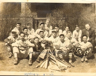 Great Photo of a BASEBALL Team in Uniform Vintage Photo M04003