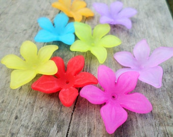 Lucite Flower Beads Mixed Colors 30mm X 10mm 16pcs (Item Number 5335M)