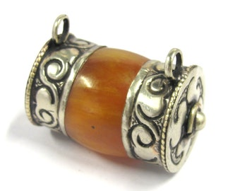 1 Pendant - Ethnic Tibetan silver double bail amber copal resin pendant pendant from Nepal - PM400