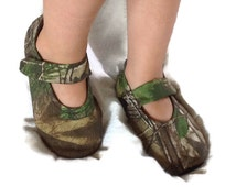 Baby Girl Shoes, Realtree Camo fabric / RealTree Camo fabric Baby shoes / Newborn shoes / Infant shoes / Toddler shoes