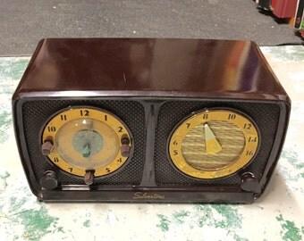 Vintage Mid Century Silvertone Clock Radio - Works
