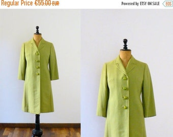 40% OFF SALE // Vintage 1960s Mod green coat. size small coat