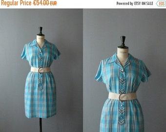 CLOSING SHOP 50% SALE / Vintage plaid dress. 1960s shirt dress. plaid cotton shirtwaist dress