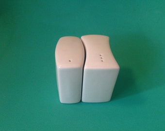 Simple White Odd Shaped Salt & Pepper Shakers Mod
