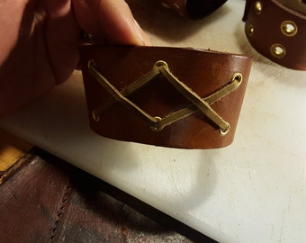 leather double X motifs bracelet