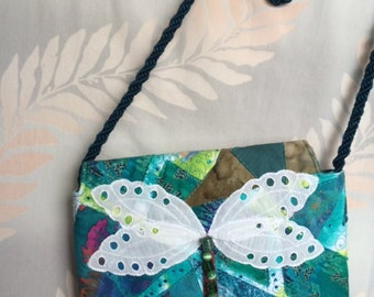 Dragonfly purse, a light bag for the high-flyer