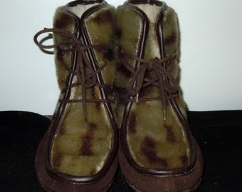 Vintage womans Mukluks made in Italy Boots