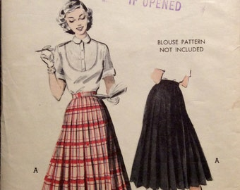 """Vintage Sewing Pattern Misses Roackabilly All-Around Knife Pleated Skirt Waist 28"""" Hips 37"""" Uncut"""