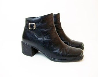 Size 7.5 Black 90s Low Heel Zip up Ankle Leather Boots Shoes with a side buckle