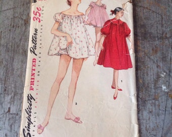 Vintage Simplicity Sewing Pattern 1102 Misses' Size 16 Bust 34 Nightgown Panties