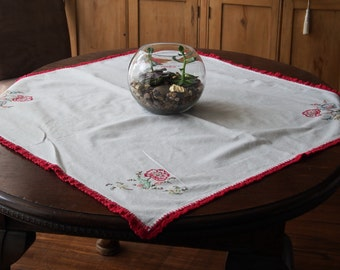 Embroidered Luncheon Cloth Red Poppy Flowers Crochet Edge 36 x 36