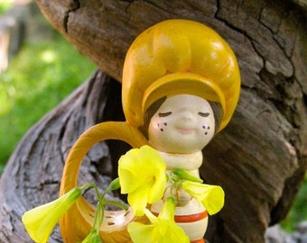 Darling 60s 70s Flower Boy  holder Ceramic Strawberry Shortcake Like  Figurine Mint