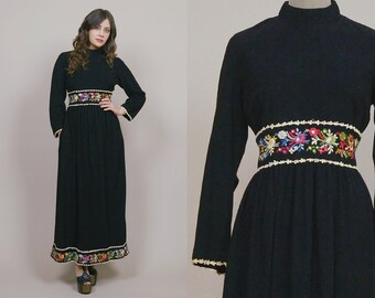 Embroidered Maxi Dress 70s Black Velvet FLOWERS Empire Waist 1970s Hippie Mock Collar Long Sleeve Boho / Size M Medium