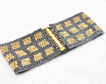 Wide Black and Gold Peyote Bracelet, Trendy Beaded Cuff Bracelet for Fashionistas, Metallic Fashion Bracelet for Day or Evening Wear