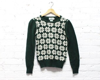 70s Green Sweater S • Snowflake Sweater •  Forest Green Winter Sweater • Patterned Pullover Sweater | T357