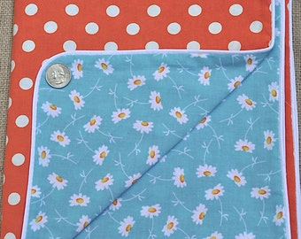 Baby blanket in daisy and polka dot pattern