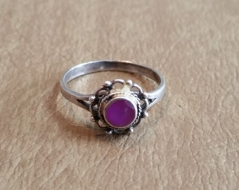 Vintage Sterling Silver Ring Purple Stone With Scalloped Edges 1980s 925 Women Size 8.5