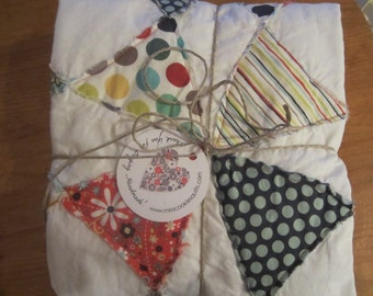 Happy Owls...........A Fray Edge Circle Quilt.......Ready to Ship