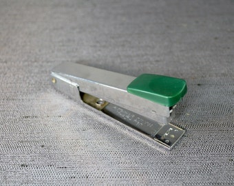 Like New Regal Mini Stapler from 60's