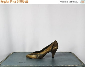 ON SALE 50% Olive Green Leather Pumps. Size 7M