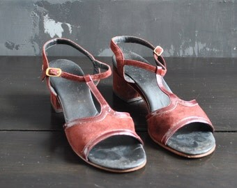 Burgundy Open Toe T-Strap Shoes; Size 8.5, All Leather, Made in Italy