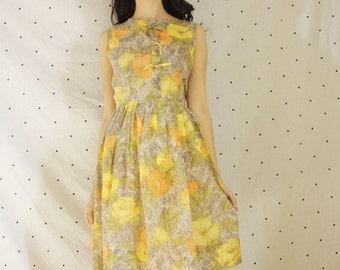 1950s Rose Print Dress w/ Belt/ Vintage Pleated Circle Skirt Dress/VLV Pinup Bow Front 50s Dress/Rockabilly Flor