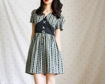 1950's Vintage Dress//VLV Lace up dress// 50s Lace up Pinup Dress// M medium