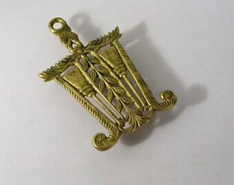 Vintage Brass Virginia Metalcrafters Trivet - Brooms