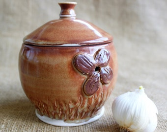 Garlic jar, Garlic keeper, Wheel thrown, Stoneware, ready to ship