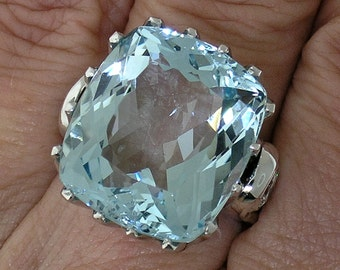 Stylish 25ct AQUAMARINE RING in 18k White Gold Mount With DIAMOND Accents