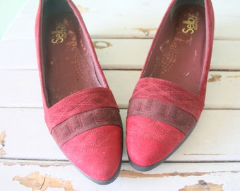 Vintage SELBY Wine Red Heels...size 8 womens..heels. pumps. selby. closed toed. retro. mod. classic. mad men. loafer heels. cranberry