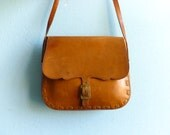 Vintage leather purse bag crossbody small messenger / caramel brown leather tan tanned / hippie boho festival / 70s
