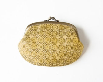Metal frame compartment purse wallet //  Gold Medallion